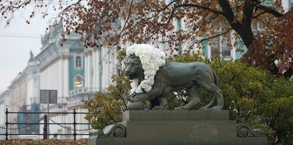 Сторожевые львы