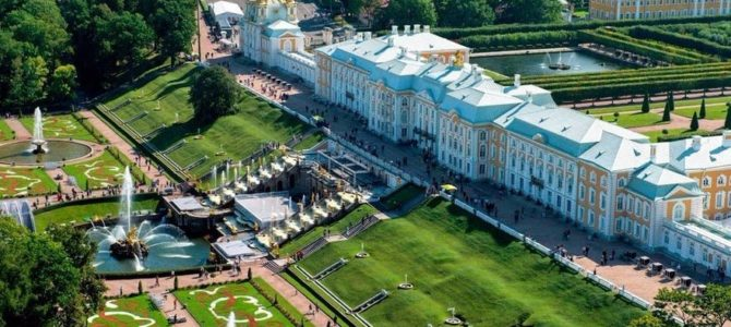 Фонтаны в Петергофе будут работать до середины октября