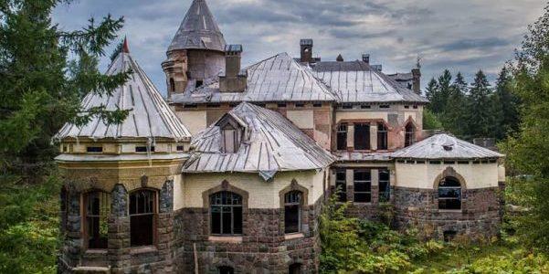 Замок семьи Елисеевых в Белогорке, Гатчинский район